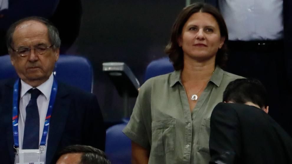 La ministra francesa de deportes, Roxana Maracineanu, y el presidente...