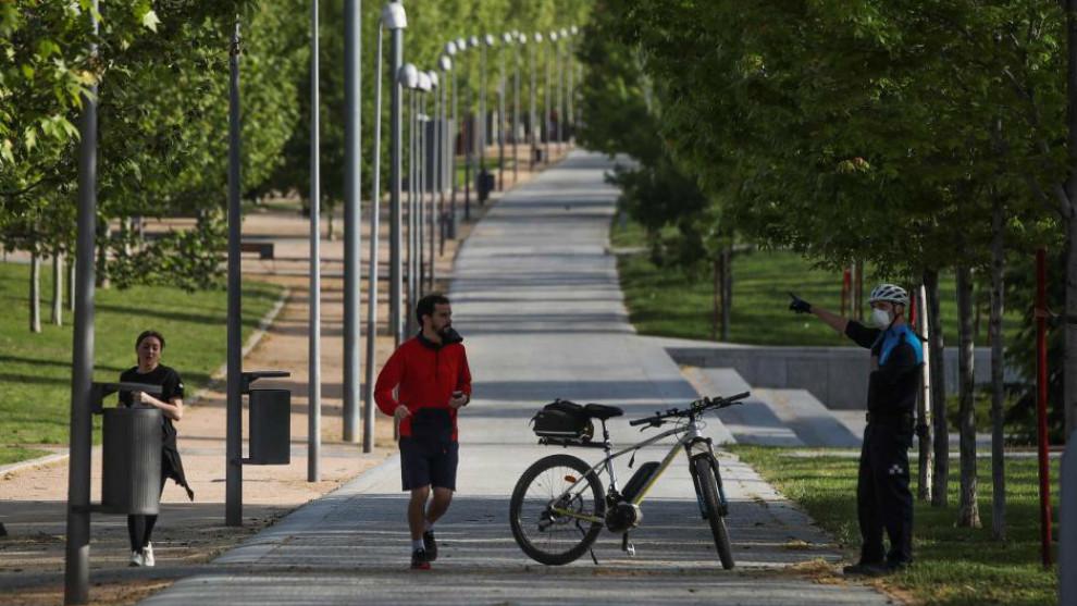 Salir a hacer deporte: la policía desaloja parques en Madrid