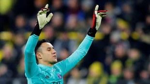 Keylor Navas dejó París para apoyar a su Costa Rica.