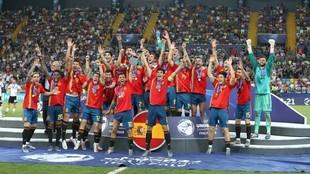 Momento en el que la selección española celebra el éxito...