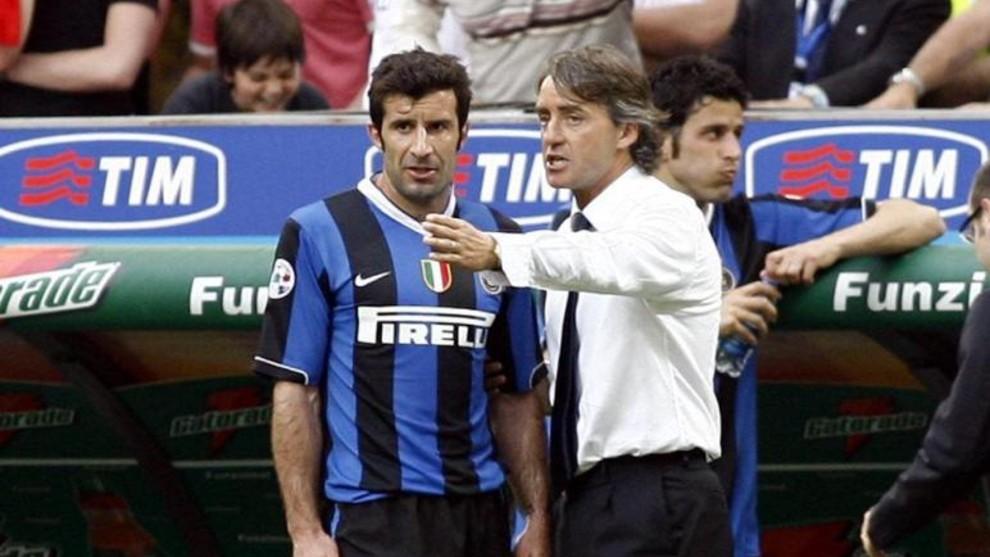 Mancini charla con Figo en la etapa de ambos en el Inter.