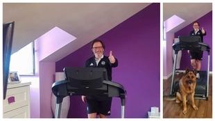 Juan Antonio Anquela hace ejercicio en su casa junto a su pastor...