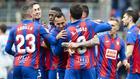 La plantilla del Eibar celebra un gol ante el Levante.