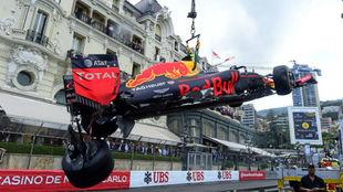 El coche de Verstappen, tras su accidente en Mónaco 2016.