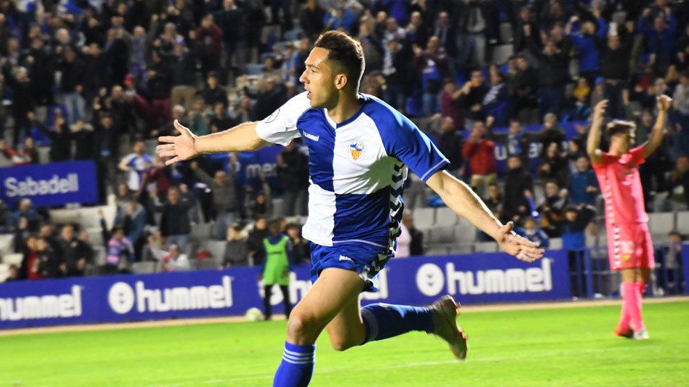 Boris Garrós celebra un gol del Sabadell.