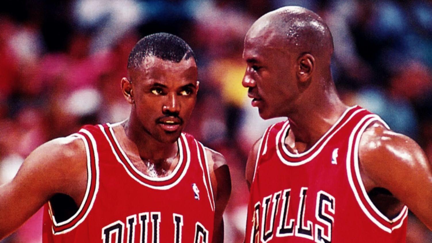 Craig Hodges, junto a Michael Jordan, en un encuentro de los Bulls.