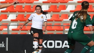Paula Guerrero durante un partido del Valencia Femenino.