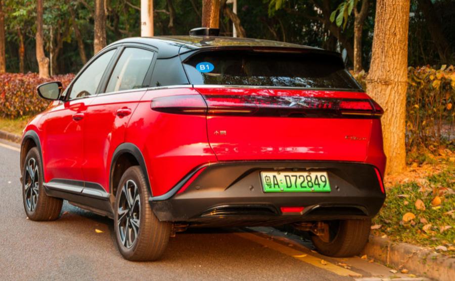 Trasera del Xpeng G3 con la placa verde que en China hace referencia a...