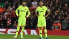 Busquets y Piqué se lamentan después de un gol del Liverpool.