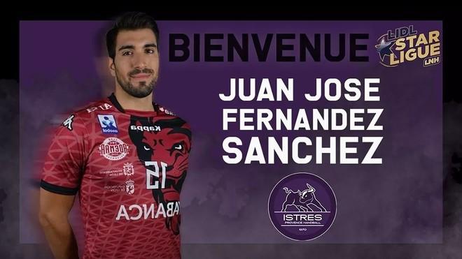 Cartel de presentación del fichaje del lateral español Juanjo...