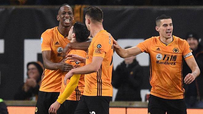 Celebración de un gol de los jugadores del Wolverhampton.