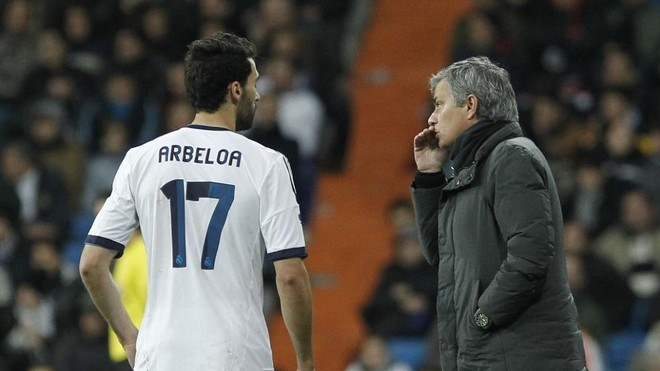 """Mourinho, a Arbeloa: """"Hoy tenemos a Cafú en el equipo, ¿dónde vas subiendo tantas veces?"""""""