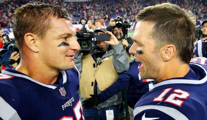Rob Gronkowski y Tom Brady en su etapa en los Patriots.