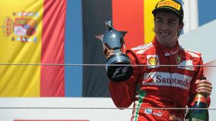 Alonso, celebrando su gran victoria en Valencia 2012.