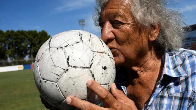 Trinche Carlovich, una leyenda del fútbol argentino.