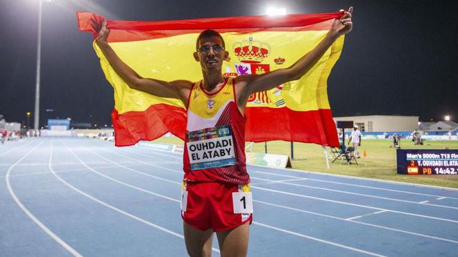 Yassine Ouhdadi, con la bandera de España tras ganar la plata mundial...