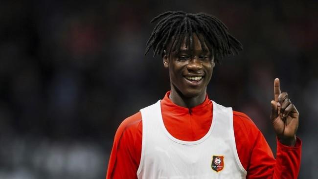 Eduardo Camavinga, antes del inicio de un partido con el Rennes