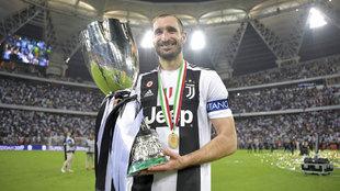 Chiellini, con la copa de campeón