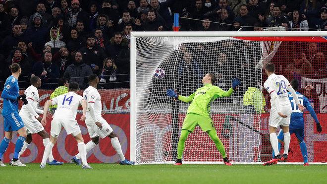 Lyon football teams test negative for coronavirus