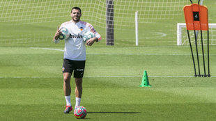 Maxi Gómez se ejercita en campo este lunes en la Ciudad deportiva de...