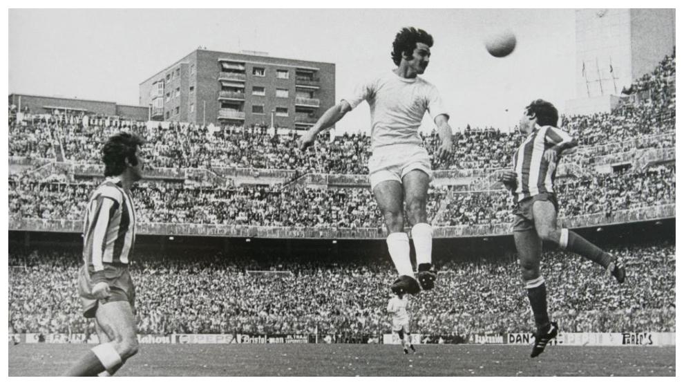 Ico Aguilar, saltando en un partido que enfrentó al Real Madrid ante...