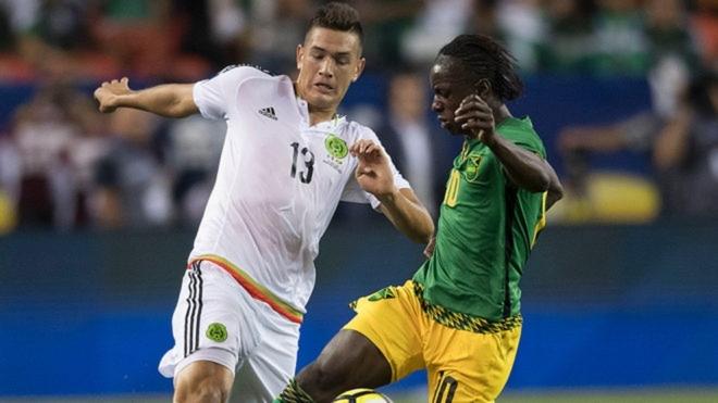 César Montes dutrante un partido internacional.
