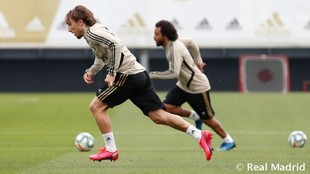 Modric y Marcelo, esta mañana en Valdebebas trabajando con balón.