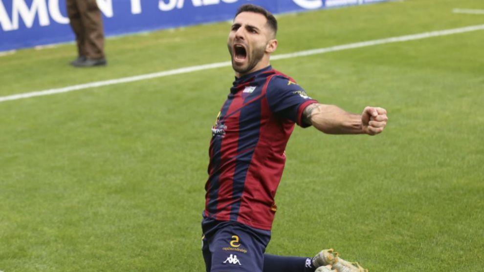 Nono celebra un gol en el Francisco de la Hera