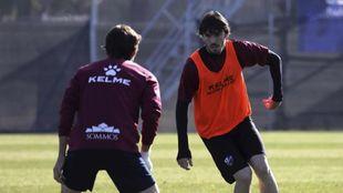 Eugeni Valderrama, en un entrenamiento del Huesca de esta temporada