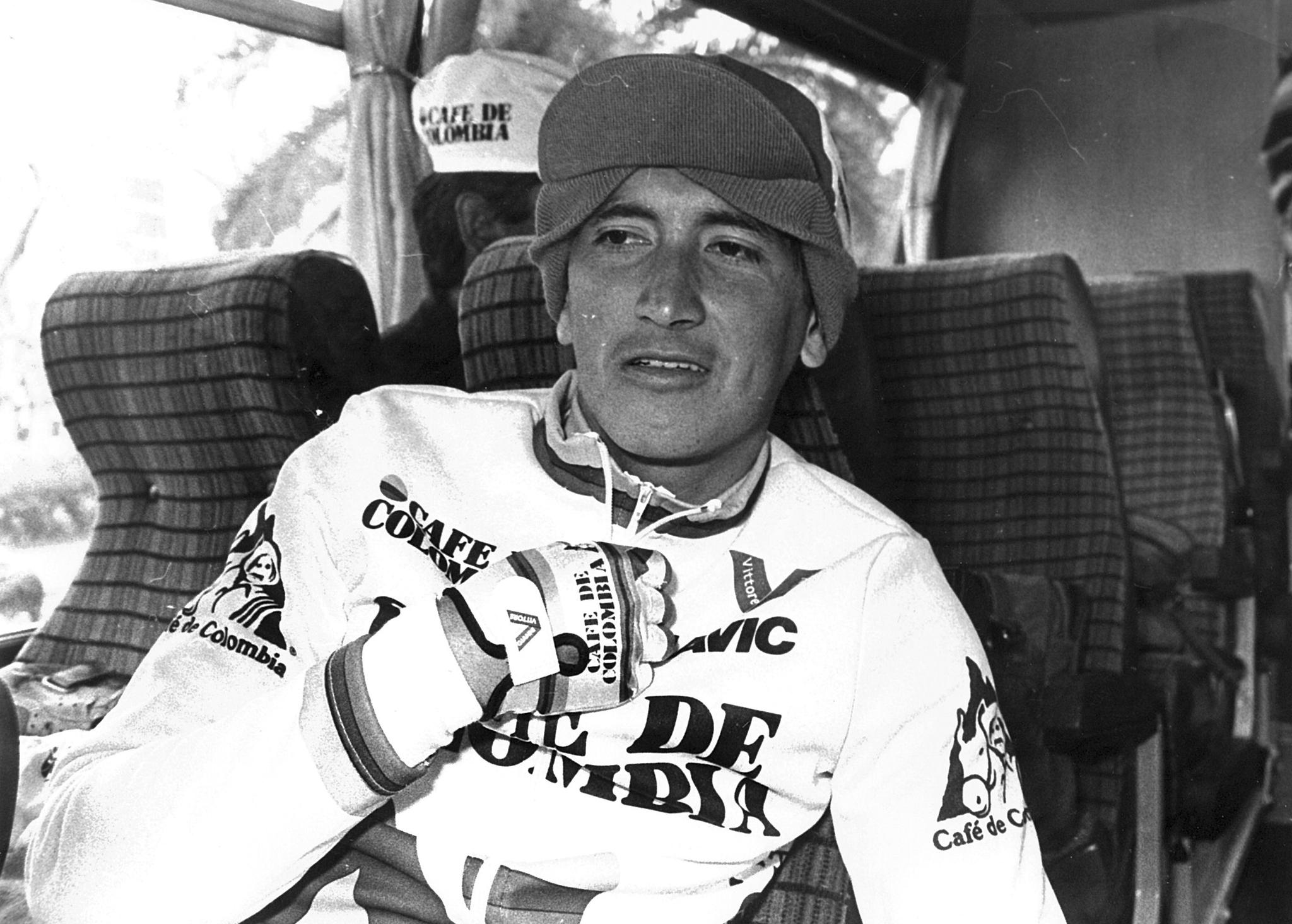 El ciclista colombiano en el autobús de su equipo de camino a un entrenamiento