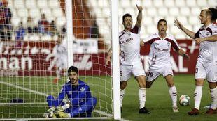 Manu Fuster celebra su gol al Numancia en el Carlos Belmonte