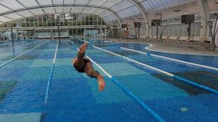 Un nadador, en un piscina.