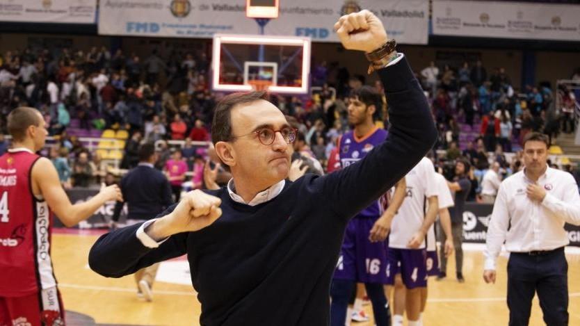 Hugo López celebra una victoria del Carramimbre Valladolid.