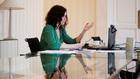 Isabel Díaz Ayuso en su despacho.