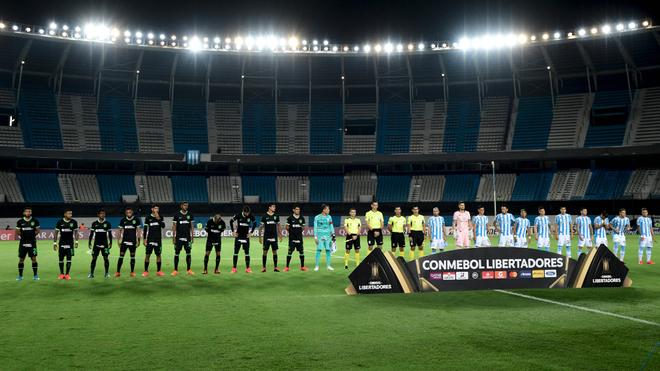 Alianza Lima de Perú y Racing Club de Argentina previo a un partido...