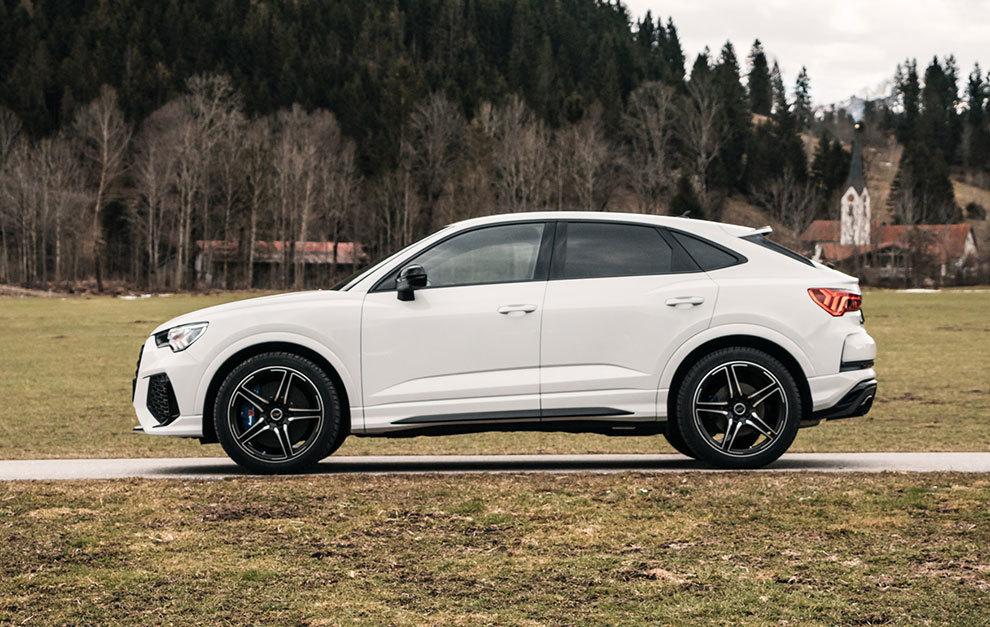 Por fuera, la estética varía muy poco respecto a la del Audi RSQ3 de serie.