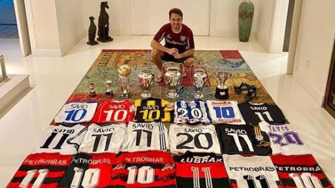 Savio Bortolini abre su 'joyero': exhibe sus camisetas y sus títulos... pero se olvida de un club español