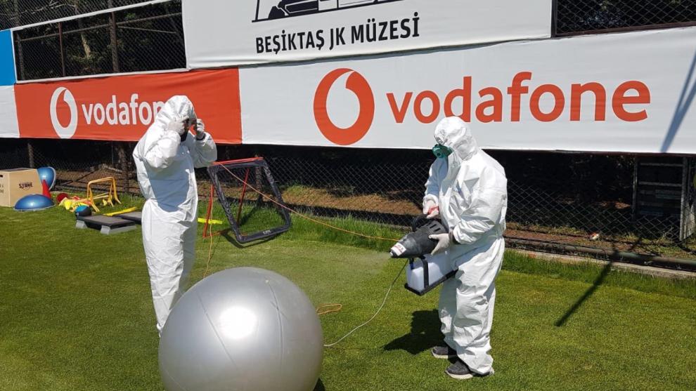 El Besiktas confirmó ocho casos de coronavirus en su organización.
