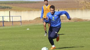 Airam, durante un entrenamiento del Extremadura en esta temporada