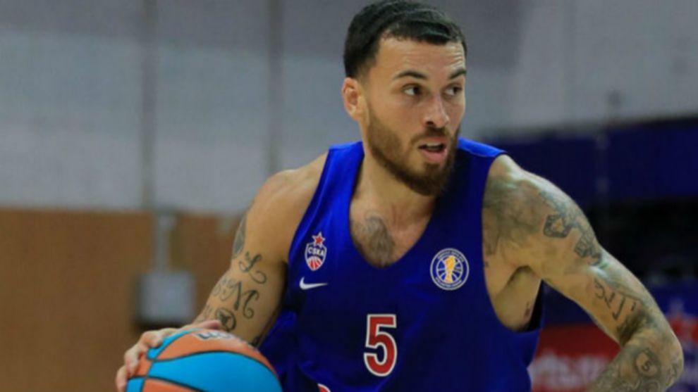 Mike James, en un partido con el CSKA.