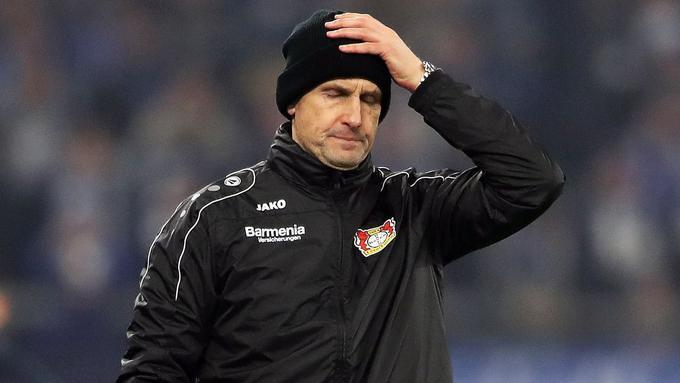 El técnico del Augsburgo se perderá el inicio de la Bundesliga por ir a comprar dentífrico