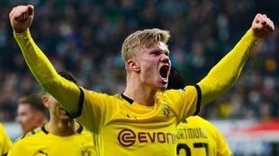 Haaland, celebrando un gol con el Borussia Dortmnd.