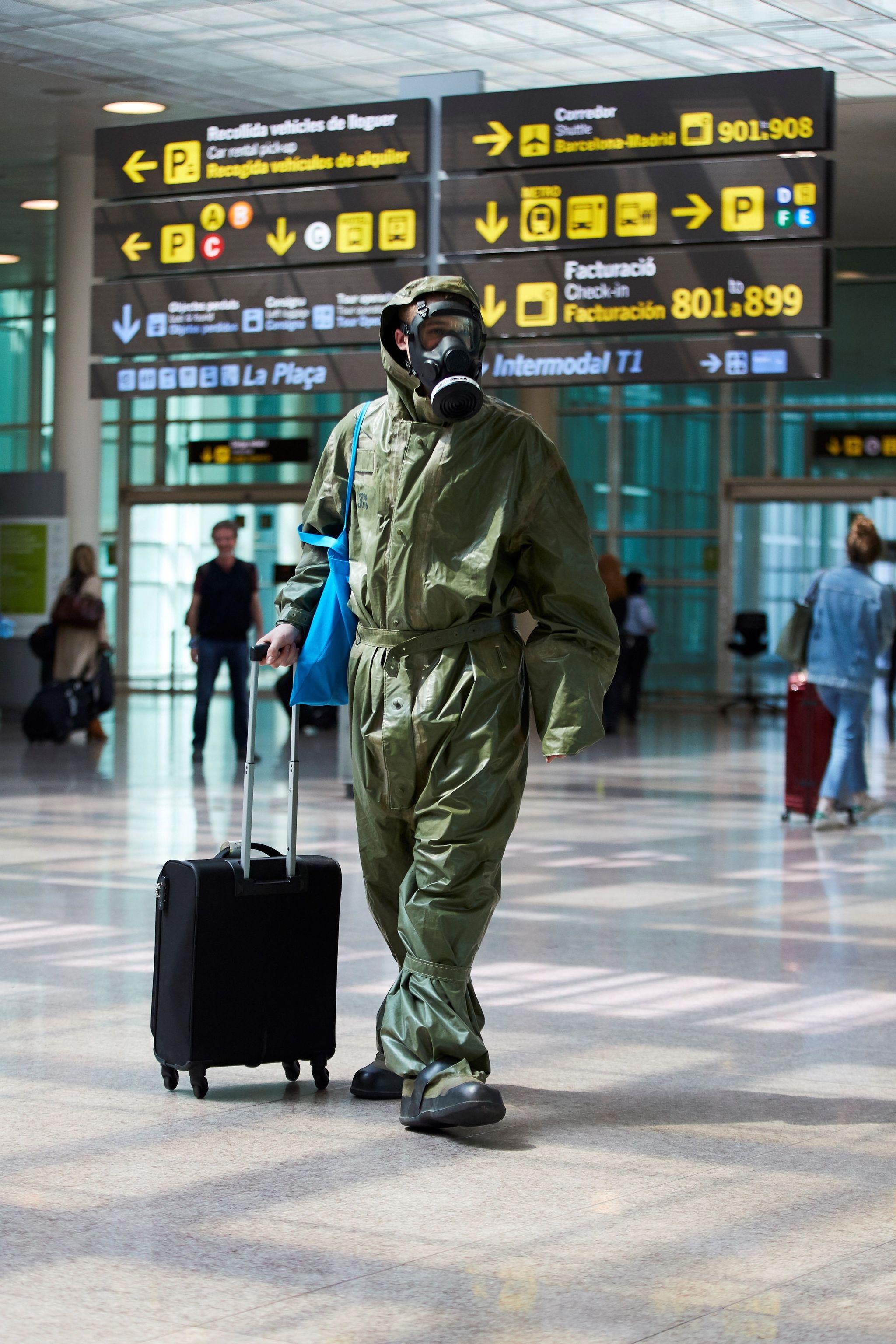 GRAFCAT6560 BARCELONA.- Un pasajero procedente de un vuelo de Londres, lleg