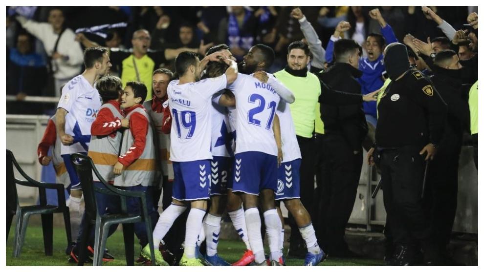 Los jugadores del Tenerife celebran uno de sus goles esta temporada