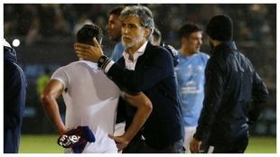 Pablo Alfaro anima a sus jugadores tras ser eliminados en Copa por el...
