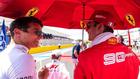 Norris habla con Leclerc.