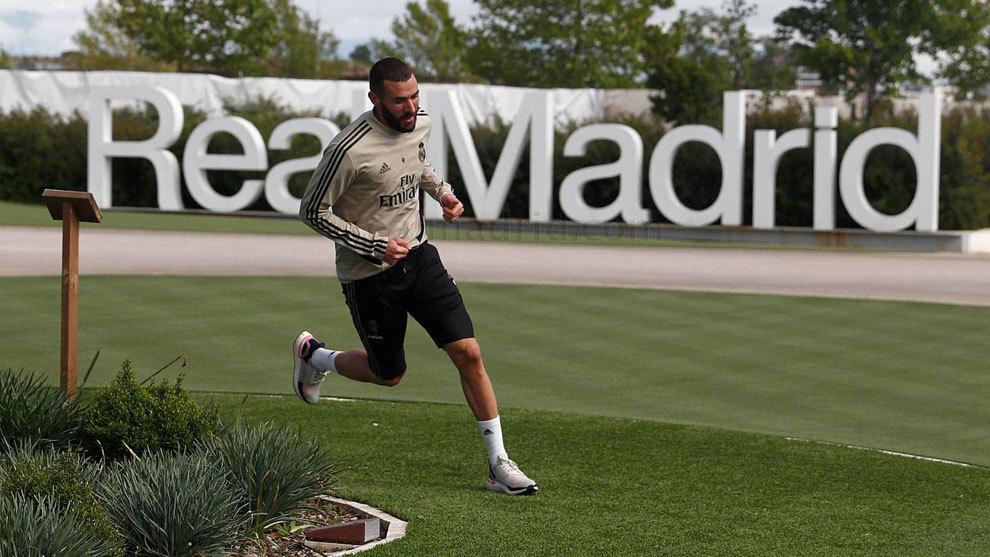 Benzema, haciendo carrera continua por Valdebebas