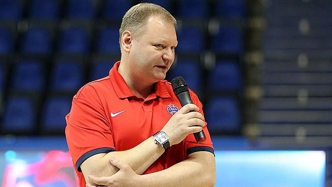 Roman Abzhelilov, médico del CSKA, durante una conferencia.