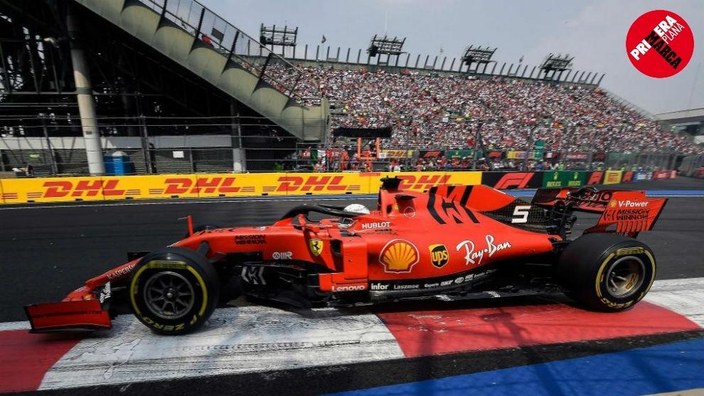 Imagen del Ferrari de Sebastian Vettel en una de las pruebas de la...
