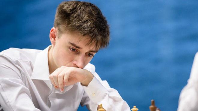 Dubov durante un torneo.